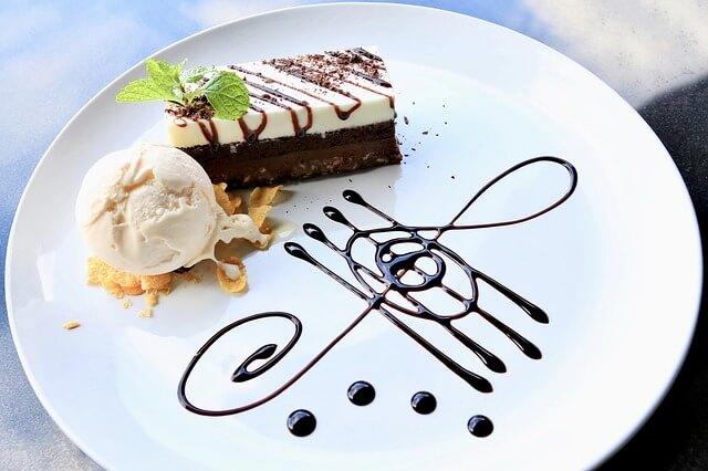 Raw Fruit and Coconut Ice Cream Cake with Brownie Crust [Vegan]